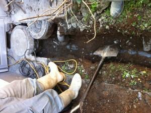 既設排水管掘り起し01