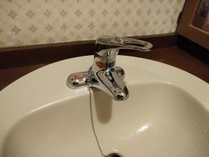 カクダイ洗面蛇口シングルレバー混合栓 取付後
